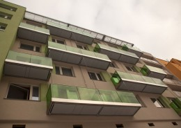 jižní fasáda – nové zavěšené ocelovo-skleněné balkony